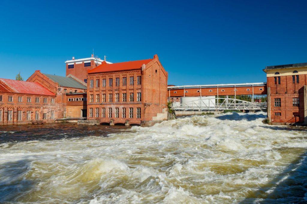 Keväällä vettä on runsaasti vesivoimalle